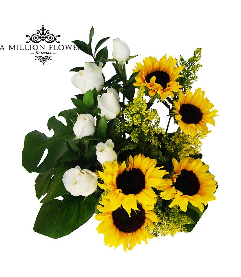 Diseño Floral Girasoles Rosas Blancas Sobre Base De Cerámica 1 Florería A Million Flowers Envia Flores A Domicilio