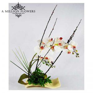 Diseño floral de orquidea artificial sobre base de cerámica 1
