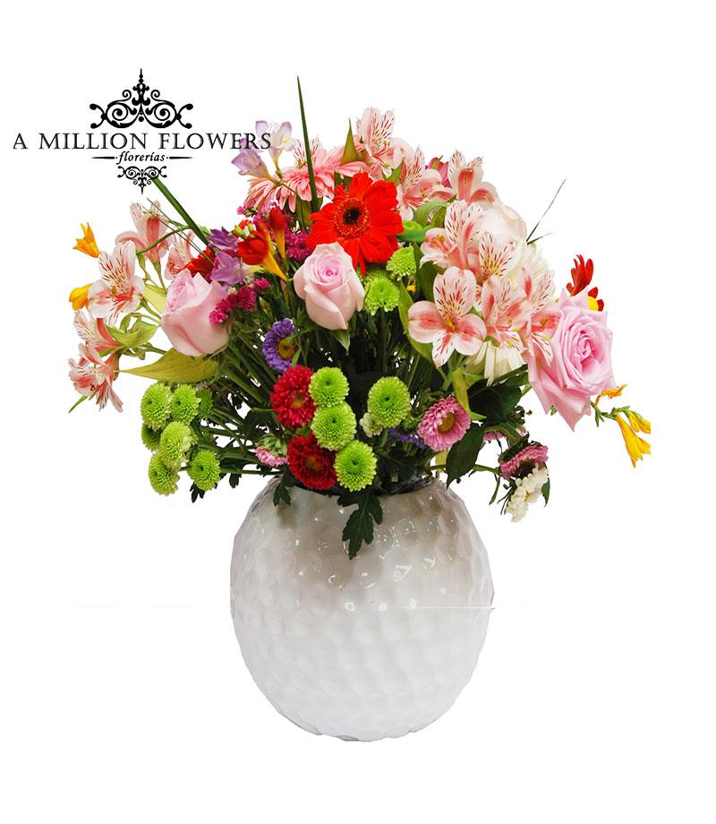 Diseño Floral De Rosas Gerberas Y Alstroemelias En Base De Cerámica Redonda 1
