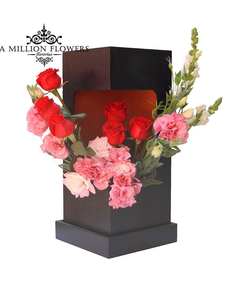 Diseño Floral Rosas Y Lisiantus En Caja 1