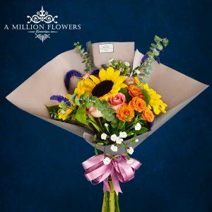 Vista frontal del Ramo floral auténtica con papel francés