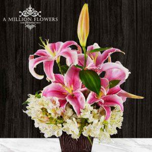 Vista frontal del Arreglo floral tú, con Lilis