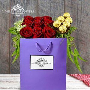 Vista frontal del Diseño floral tu luz con chocolates