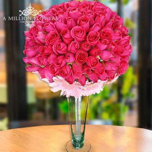 Vista frontal del Diseño floral hermosa en forma de mantecada