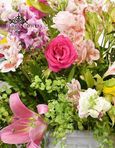 Acercamiento a flores mixtas del Diseño floral my life