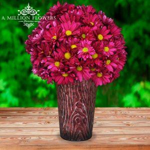 Vista frontal del Arreglo floral purple, con margaritas