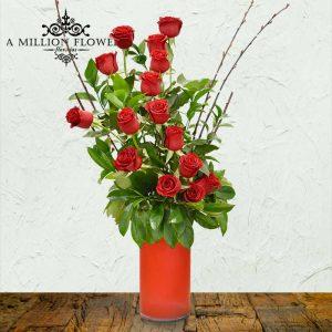 Vista frontal del diseño floral camino de rosas