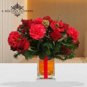 Vista frontal de Arreglo mi navidad de claveles y rosas