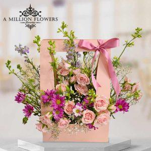 Vista frontal de rosas del Arreglo floral Princesa